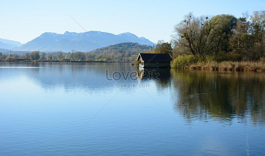 Bilder zum ruhiger kleiner see und kleines haus_Download Foto ...