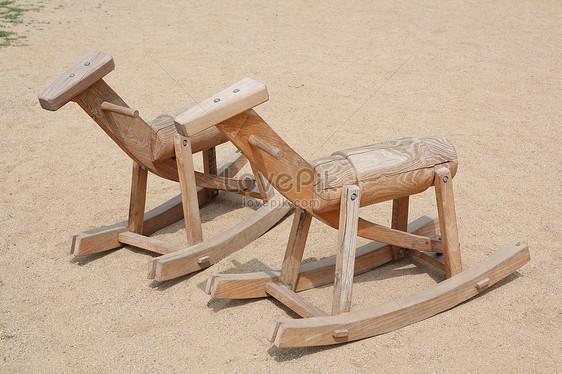 Sedie A Dondolo Bambini : Sedia a dondolo in legno per bambini immagine gratis foto numero