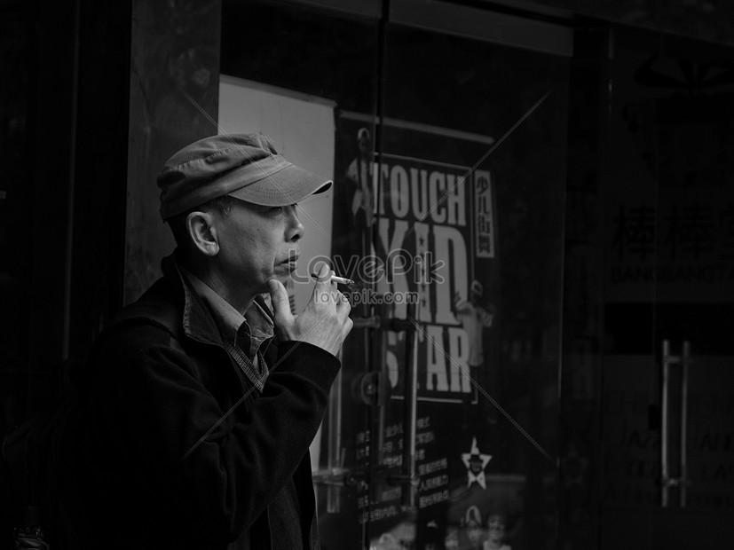 Orang Tua Yang Merokok Gambar Unduh Gratis Foto 500074628 Format Gambar Jpg Lovepik Com