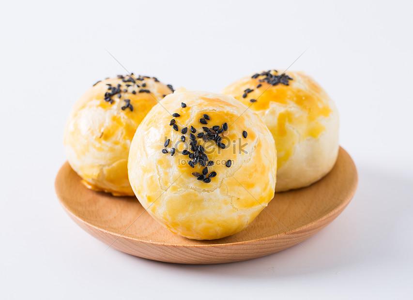 hand made egg yolk cake