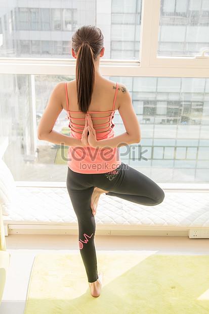 Bilder Zum Hintere Ansicht Von Yoga Vor Boden Zum