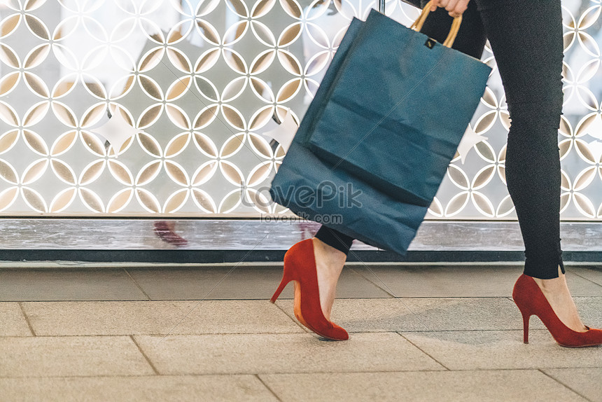 women shopping and shopping