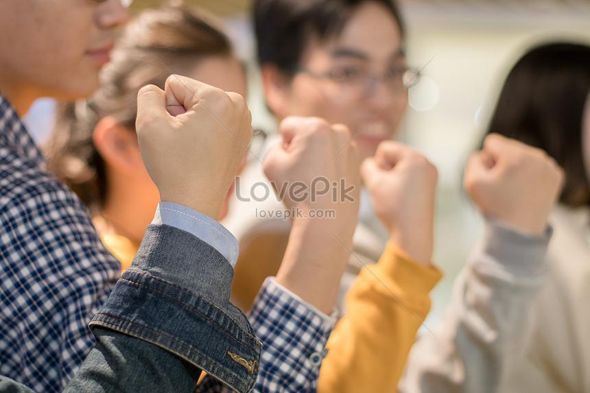 solidarity inspires morale encouragement