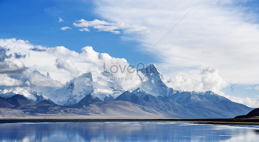 montagnes enneigées et ciel au tibet