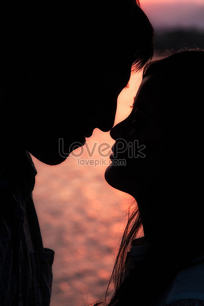 the silhouette of lovers in the setting sun