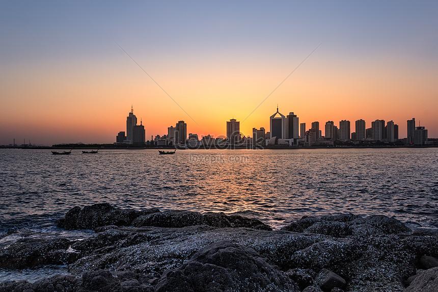 夕陽下的城市