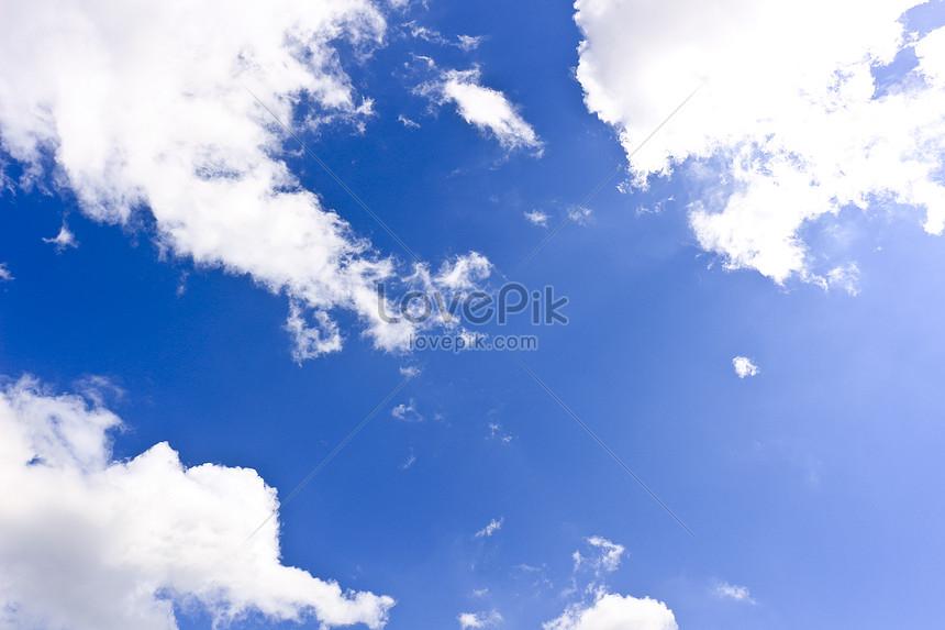 흰 구름이 푸른 하늘