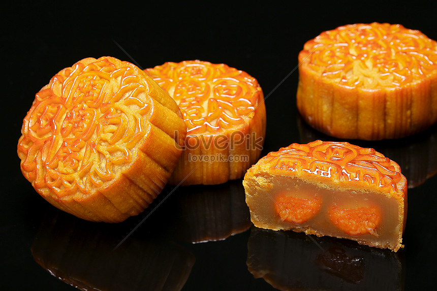 maxims cakes mooncakes with egg yolk