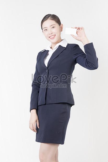 Wanita Bisnis Menunjukkan Kartu Nama Gambar Unduh Gratis Foto 500665508 Format Gambar Jpg Lovepik Com