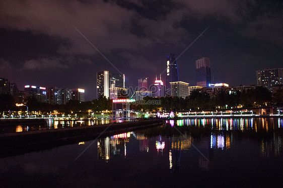 Pemandangan Malam Kota Bangunan Lampu Jalan Langit Malam Gambar