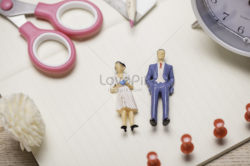 Gender relations in micro world photo image_picture free download