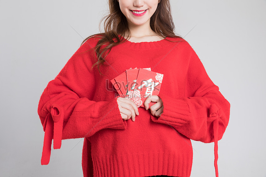 fréquent sélectionner pour plus récent nouveau authentique Photo de jolie fille en pull rouge avec enveloppe ...