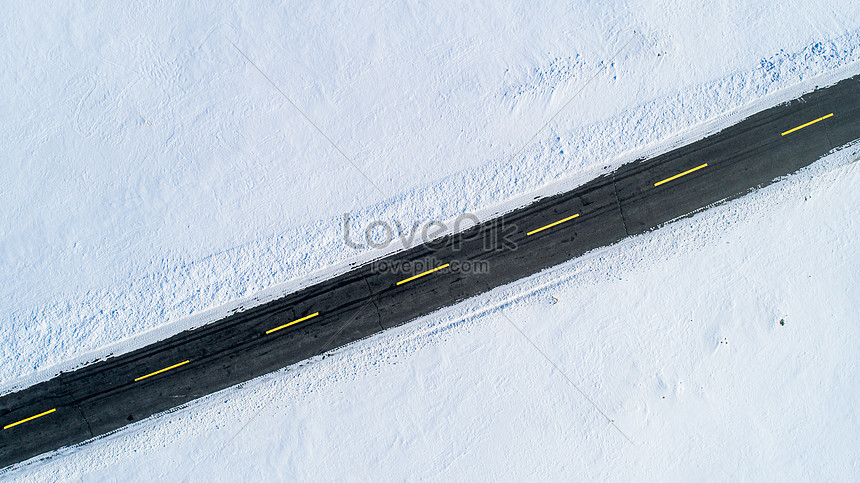 the car road in the snow