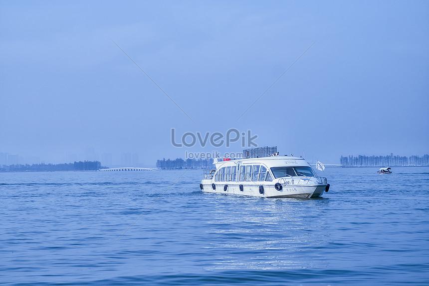 Kapal Pesiar Di Danau Timur Gambar Unduh Gratis Foto