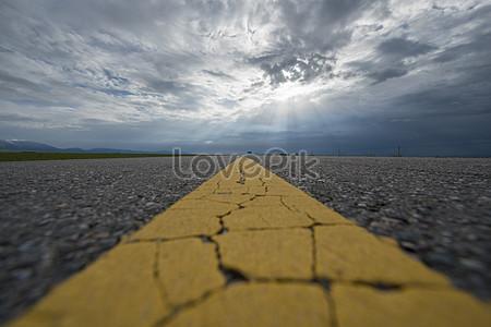 Xinjiang single bank highway jpg