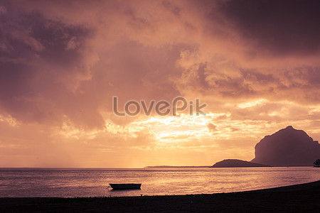 See the sea at sunset beach lovers photo image_picture free download