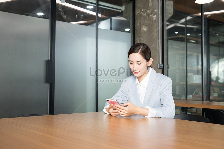 mobile phone used in business womens office
