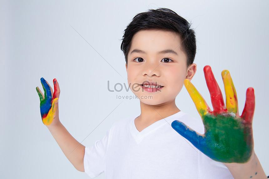 Download 4200 Gambar Anak Kecil Lucu Berpelukan Paling Lucu