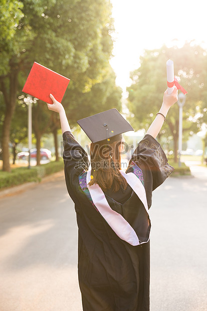 achtermening van jonge universiteitsstudenten in graduatieseizoe