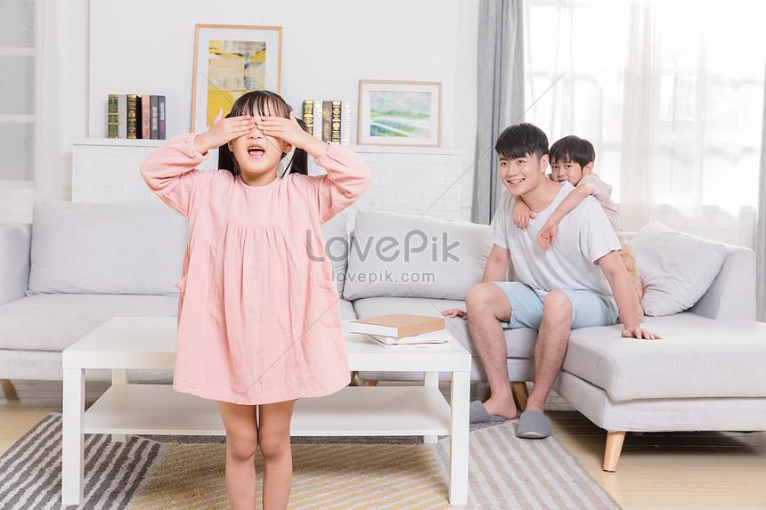 家庭生活捉迷藏遊戲