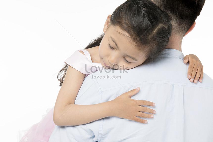 Ayah Memegang Anak Perempuannya Gambar Unduh Gratis Imej 500963666 Format Jpg My Lovepik Com