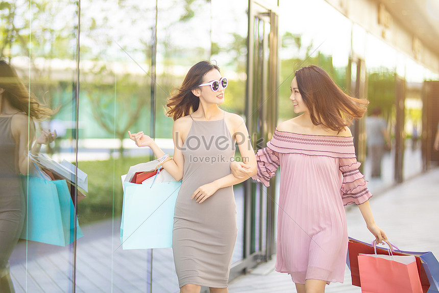 girlfriends shopping