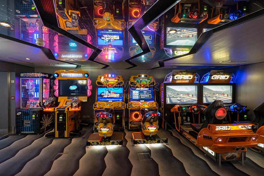 A game hall on a luxury cruise ship photo image_picture free