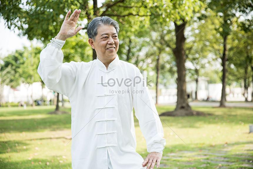 Photo De Exercices De Tai Chi Pour Les Personnes Agees Numero De L Image500993575 Format D Image Jpg Fr Lovepik Com