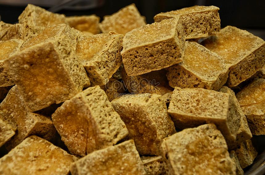 fresh fried stinky tofu sold in taiwan night market