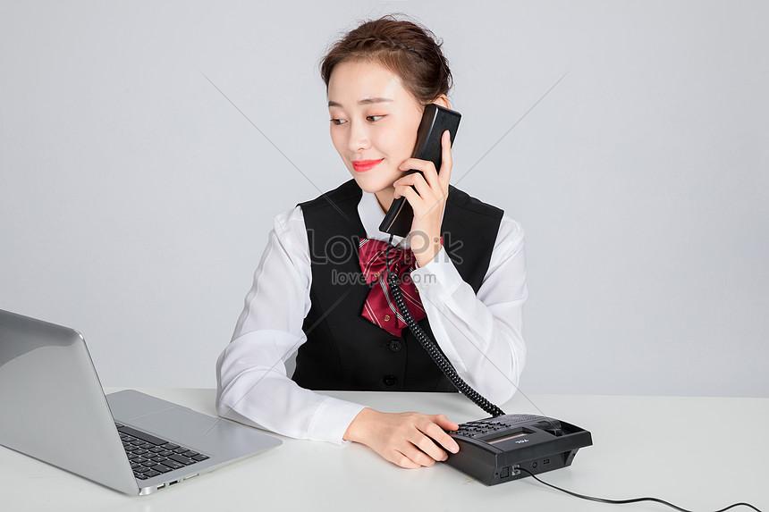 servicio al cliente belleza contestar el teléfono