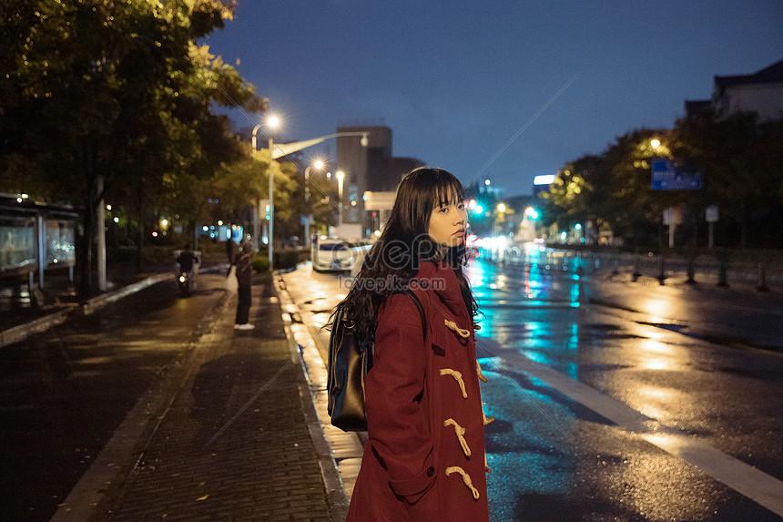пальцы покинули снять девушку ночью на улице тот