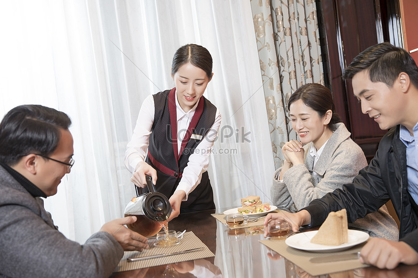 The hotel waiter poured tea photo image_picture free