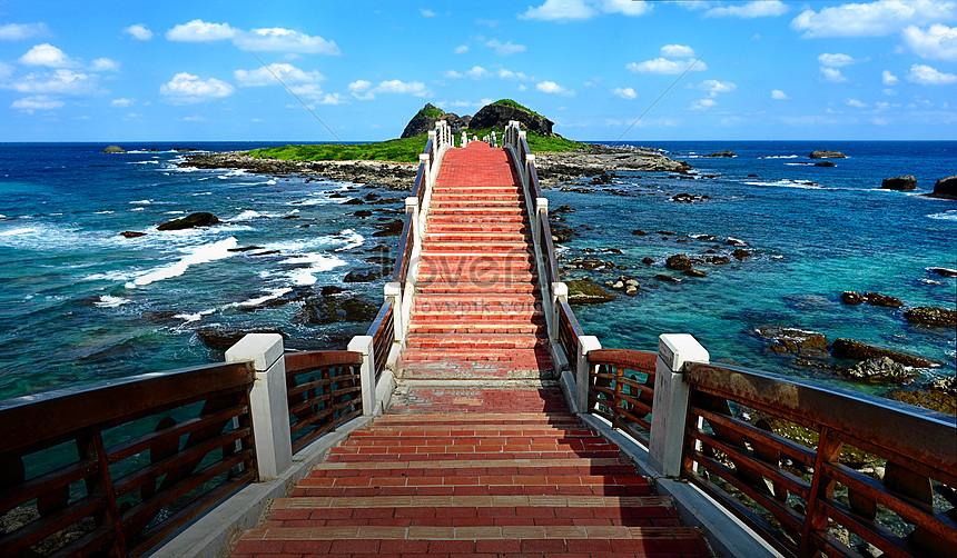 taitung sea trestle in taiwan