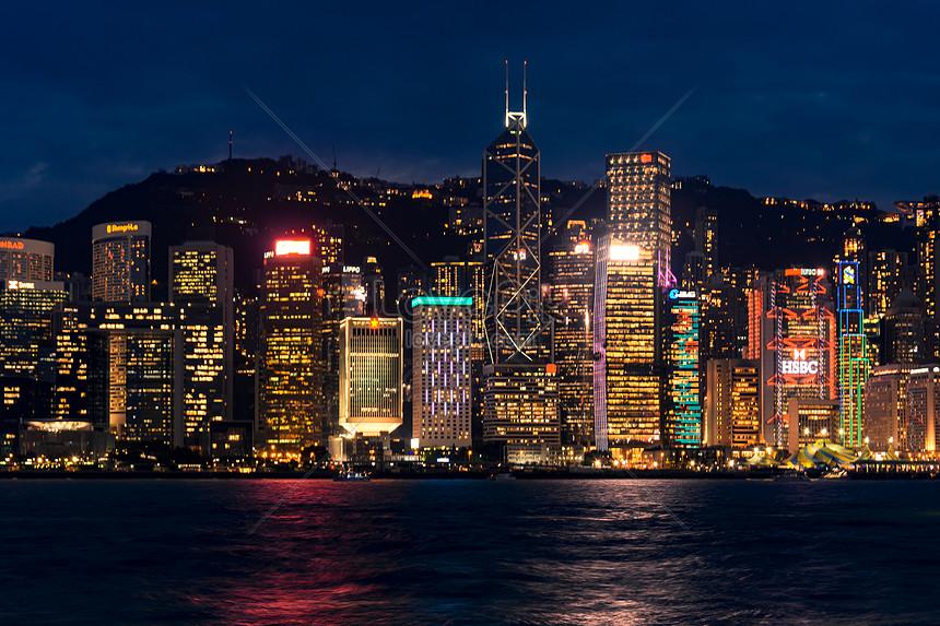 vista notturna di hong kong victoria harbour
