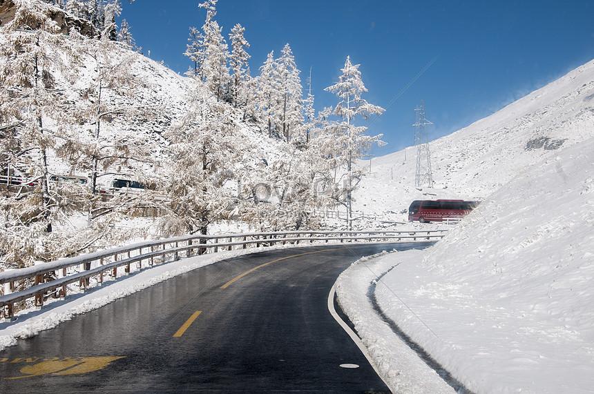 highway traffic winter snow road