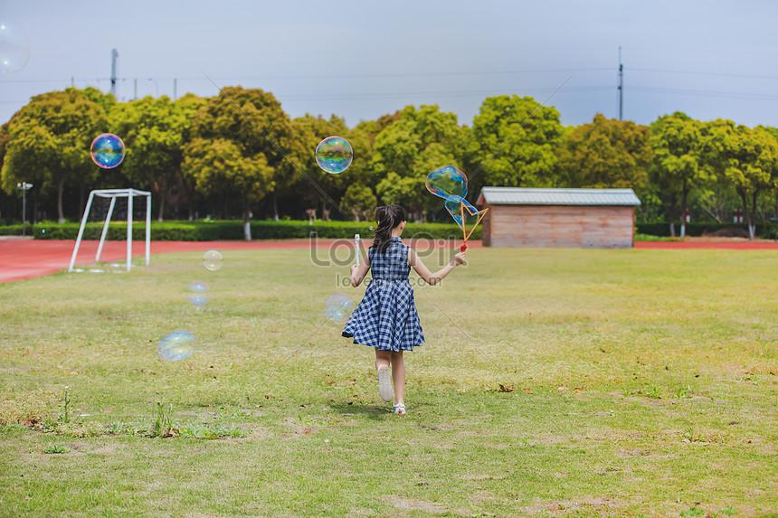 Taman Bermain Sekolah Dasar Meniup Gelembung Gambar Unduh Gratis