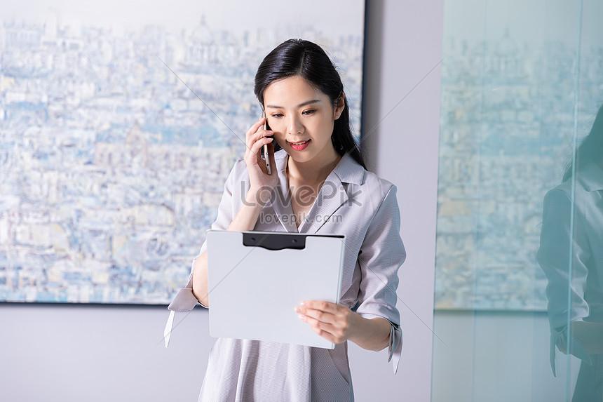 Wanita Bisnis Memanggil Gambar Unduh Gratis Foto 501270076 Format Gambar Jpg Lovepik Com