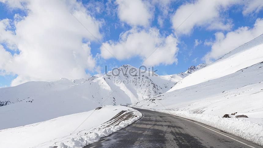 xinjiang snow mountain highway