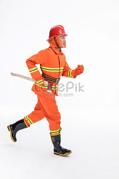 Lovepik صورة Jpg 501351088 Id صورة فوتوغرافية بحث صور رجل اطفاء يحمل فأس النار