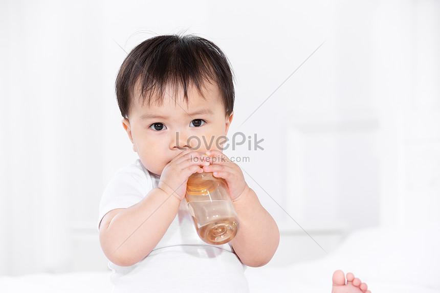 Lovepik صورة Jpg 501384128 Id صورة فوتوغرافية بحث صور طفل شرب الماء