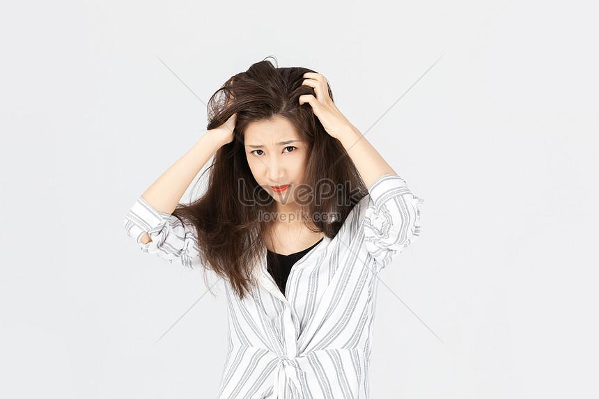 女性の手が頭を掻くイメージ 写真 Id Prf画像フォーマットjpg Jp Lovepik Com