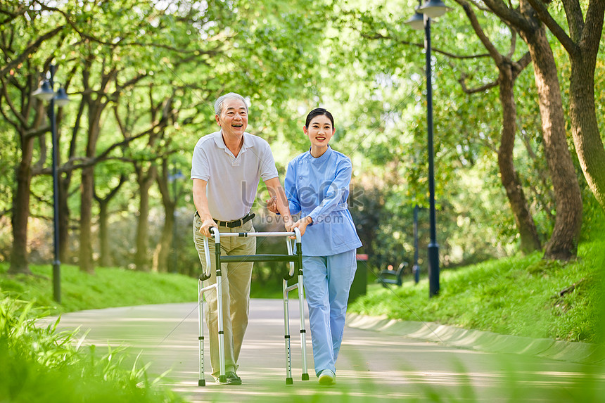 Carer helps the elderly to walk photo image_picture free download  501422857_lovepik.com