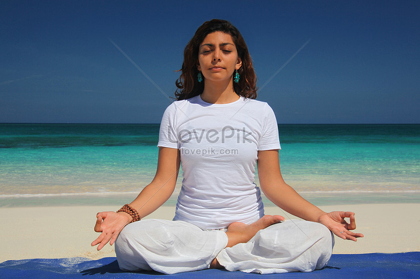 Young Woman Doing Yoga Lotus Pose Paradise Island Nassau Bahamas Photo Image Picture Free Download 501438032 Lovepik Com