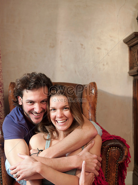 A Couple Hugging In A Chair Photo Image Picture Free Download 501452472 Lovepik Com