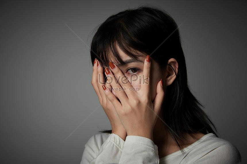 Muka Wanita Sedih Yang Menutupi Gambar Unduh Gratis Imej 501467316 Format Jpg My Lovepik Com