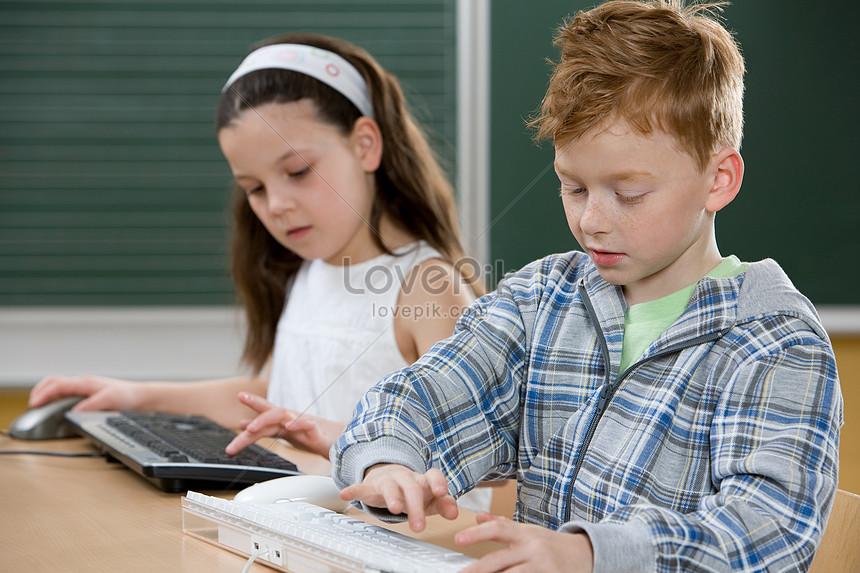 children typing