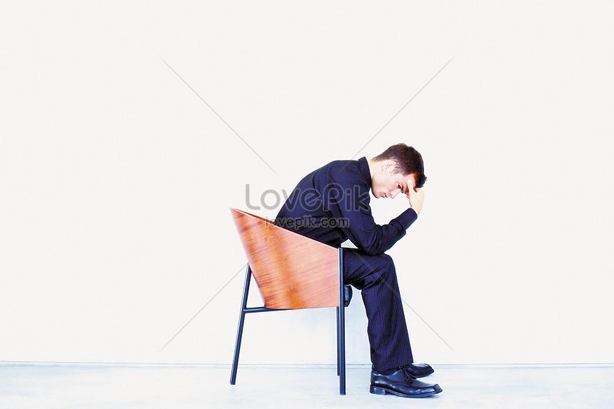 Lovepik صورة Jpg 501492287 Id صورة فوتوغرافية بحث صور رجل يفكر في كرسي