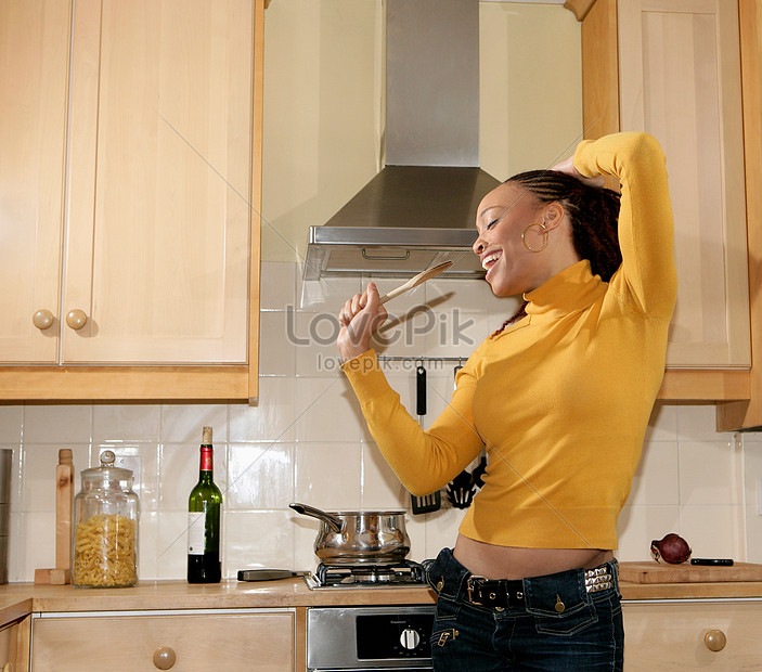 Girl Singing In The Kitchen Photo Image Picture Free Download 501518127 Lovepik Com