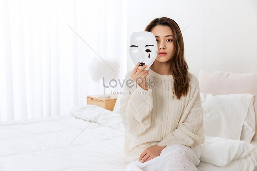 Wanita Sedih Memegang Topeng Menangis Gambar Unduh Gratis Imej 501548267 Format Jpg My Lovepik Com