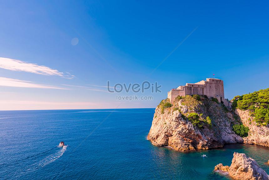 sea and castle